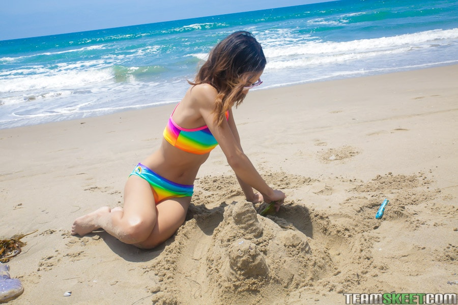 Jasmine Grey - Petite Beach Babe Gets Boned | Picture (12)